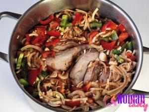 Подготавливаем мясо для маринада