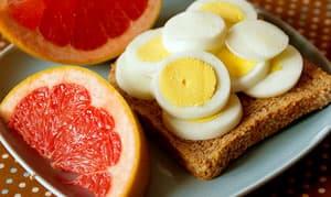 На чем основывается яичная диета