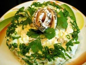 Рецепт салата из копченой куриной грудки с ананасами
