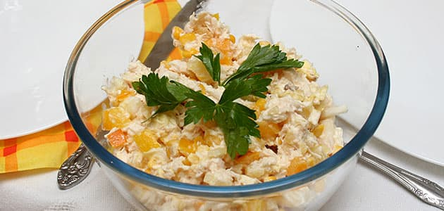 Салат из куриной грудки с ананасами