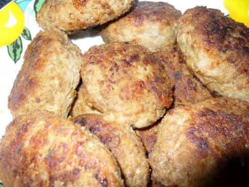Котлеты из говядины с брокколи и сыром