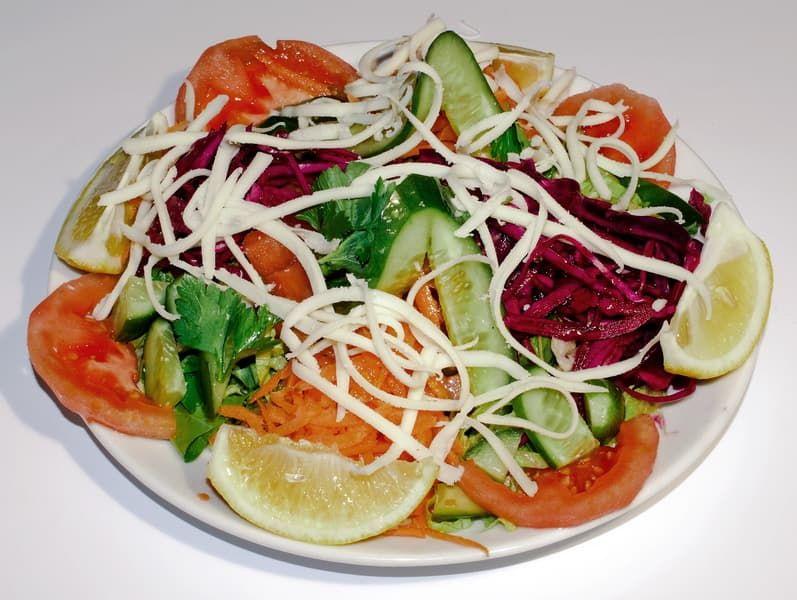 Салат из краснокочанной капусты с огурцами