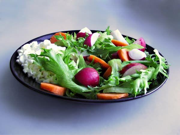 Салат из сыра сулугуни