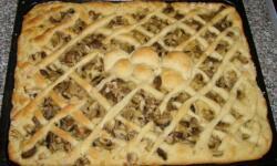 Открытый пирог с грибами и курицей