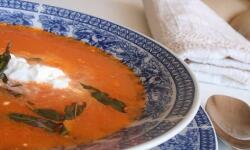 Суп-пюре из нута и жареного перца