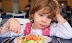 Приучаем детей пользоваться столовыми приборами