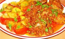 Мясо с картошкой в томате